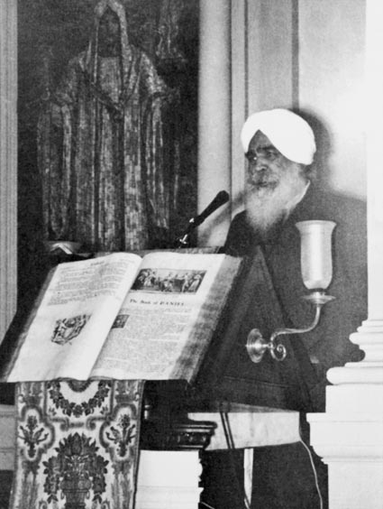 Sant Kirpal Singh in the pulpit at the Second Church of Boston, October 1963